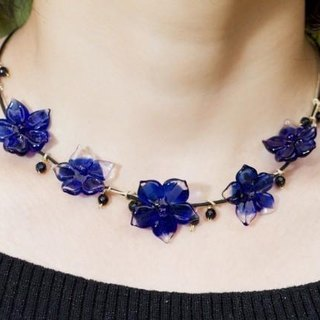 blue flowers necklace