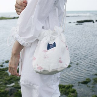 Side of the bucket bag _ white red crane