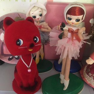 Cute Japanese vintage 60s Red Kitty Cat flocked ceramic figurine / bobble head /