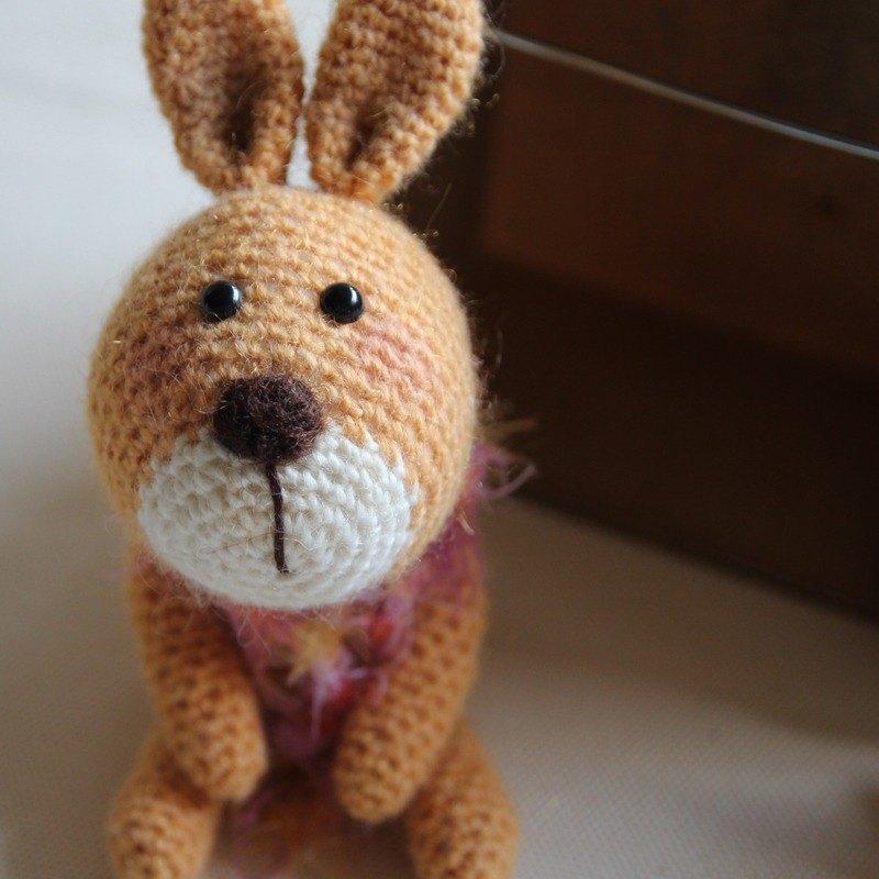 無辜眼神 黃色小兔, 毛海造型圍巾