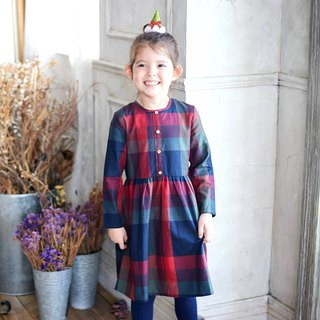 (Children's dress) Wishes under the Christmas tree