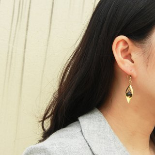*coucoubird*Asymmetric rhombus black pearl earrings