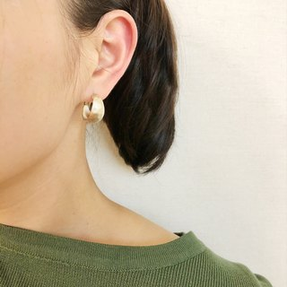 Hand-feeling matte texture moon-shaped circle - fog gold earrings earrings (pair) [changeable ear clips]