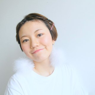 Japanese white feathers fur ear clip earrings - clouds -