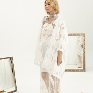 Lead-white lace cropping dress