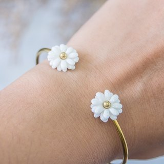 Daisy ~ white porcelain flower bracelet ~ size Mini