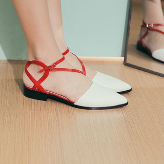 Special curved heel flat sandals white