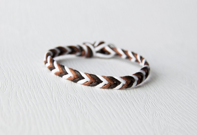 From shallow to deep - fine layer gradient coffee / hand-woven bracelet
