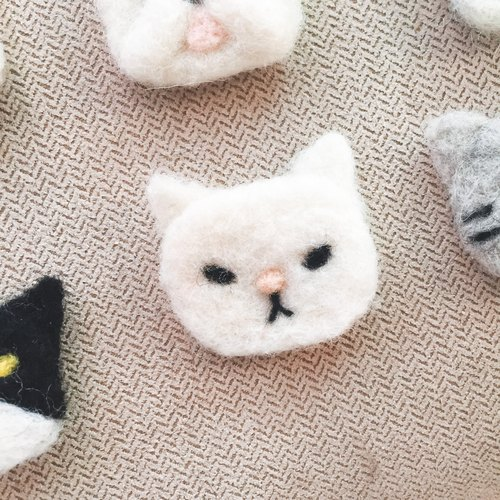 Wool child. White cat bookmark / pin / hair clip