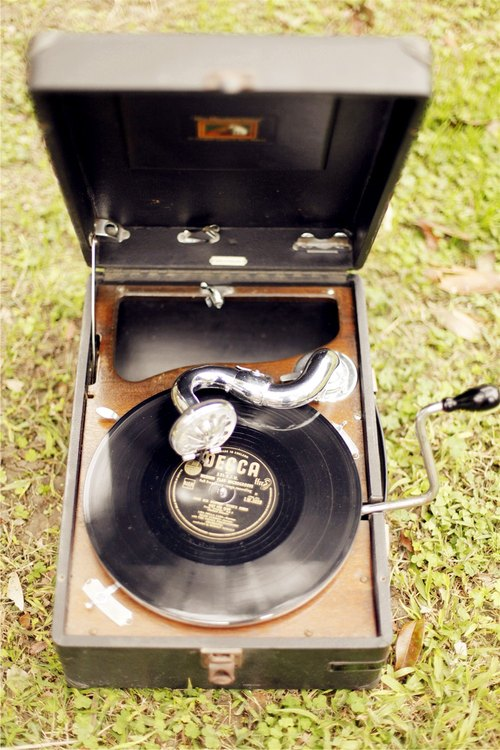 Good day [fetish] UK VINTAGE / His master's voice portable phonograph