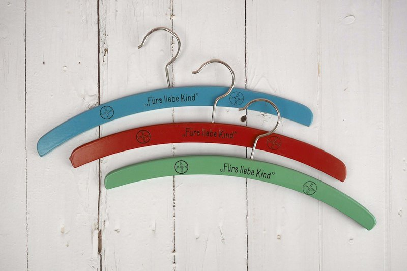 Log children's hanger set