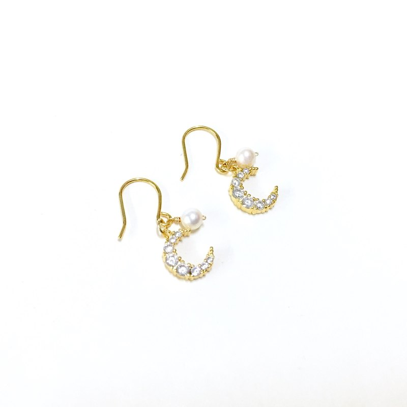 [If] Sang moonlight lovers. Natural pearl. Moon earrings. 14K gold ear hook / not allergic to earrings / clip earrings / earring pain / no pierced earrings