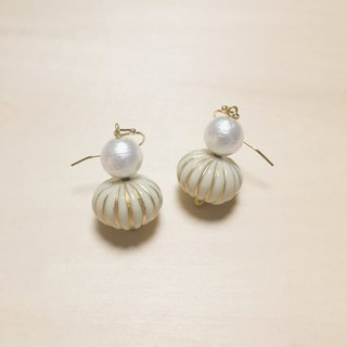 Vintage beige big pumpkin cotton pearl earrings