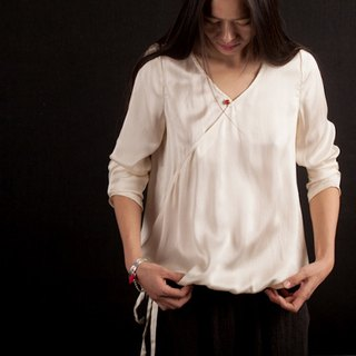Silk white shirt - red agate buckle