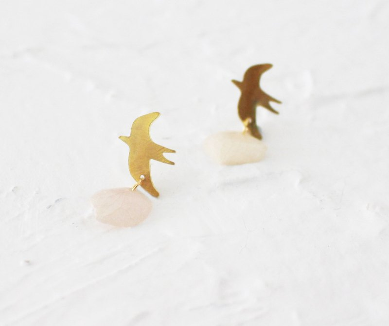Bird hammered brass handmade earrings I Story_Bird likes flowers
