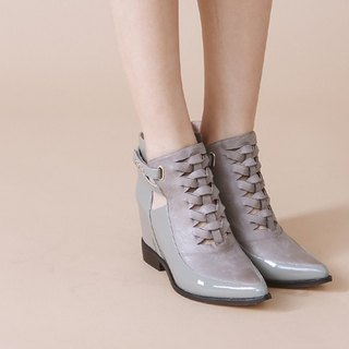 Cross the edge of the decoration within the increase in leather wide tube boots gray