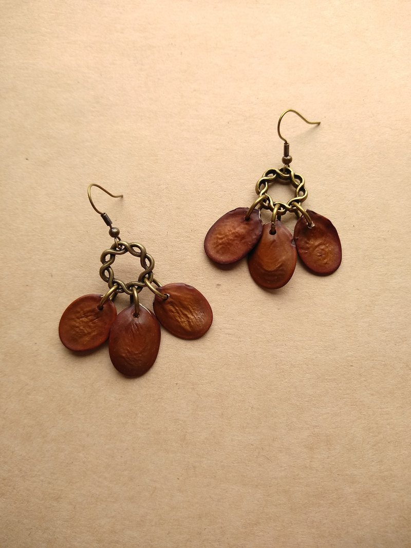 No.11 sheepshoe classic forest seed handmade earrings