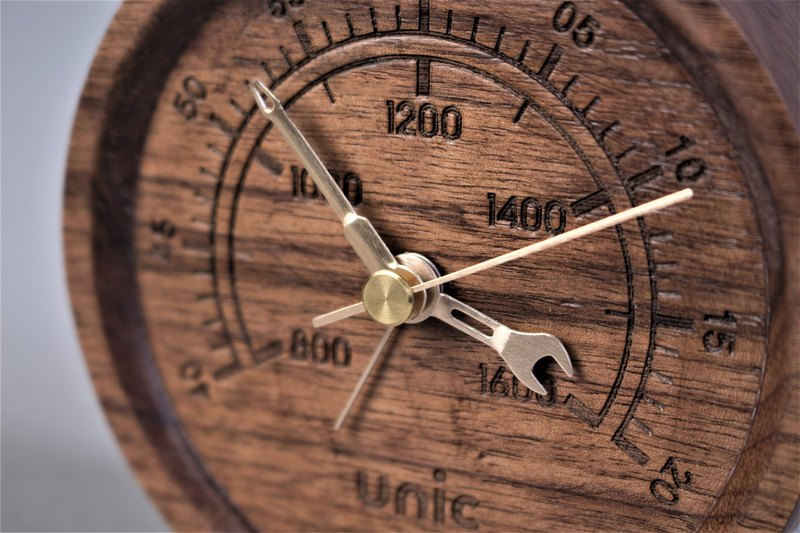 Unic industrial wind wood clock