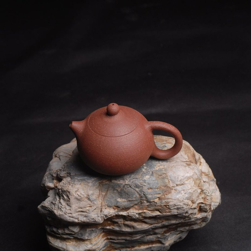 Pure hand-made teapot tea ceremony tea pottery hand-drawn pot stone pottery Xi Shi pot
