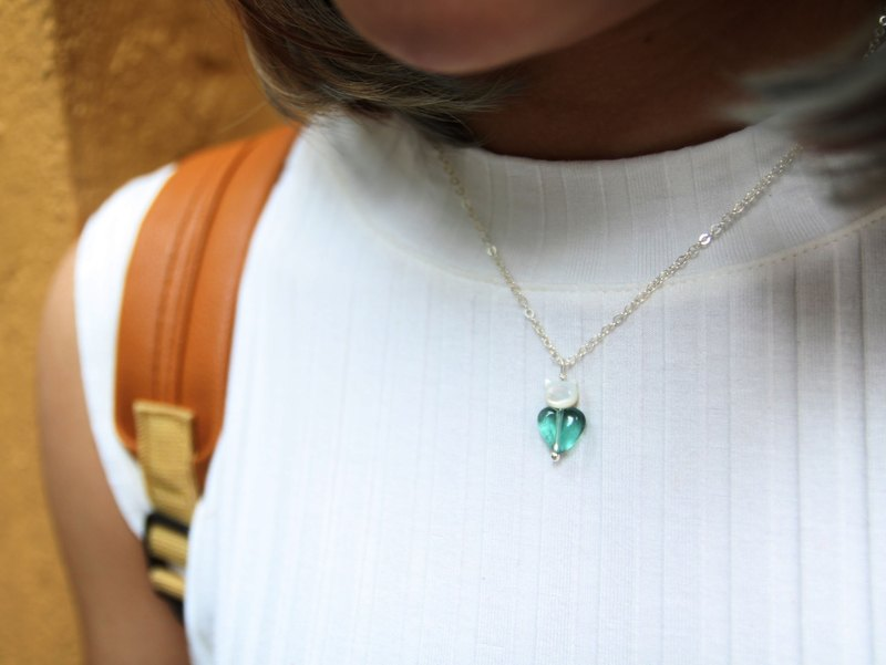 10mm 心型 藍螢石, 貝母貓 925 純銀頸鍊 10MM heart-shape flourite with cat shape mother pearl  925 silver necklace
