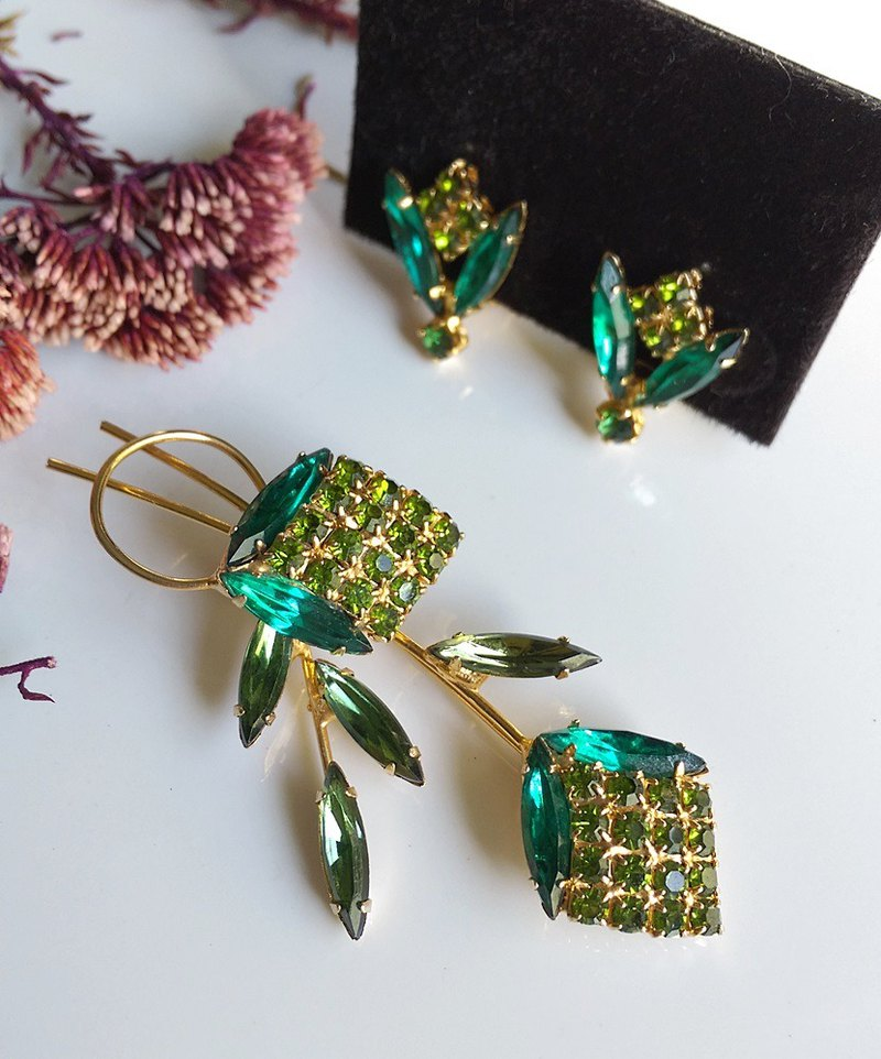 [Western antique jewelry / old age] 1970s dark green light green foliage Rhinestone set