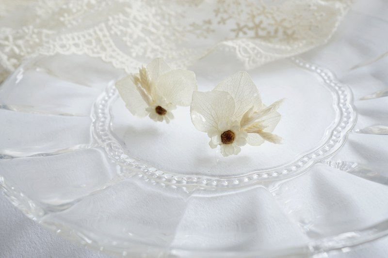 Preserved flowers French white plum + rice white hydrangea + wheat Preserve Flower earrings [made]