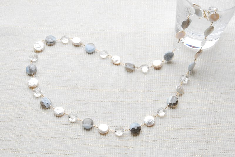 Coin-shaped pearl and stone necklace Blue opal 14 kgf