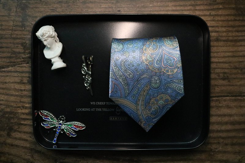 Paisley tie in light blue