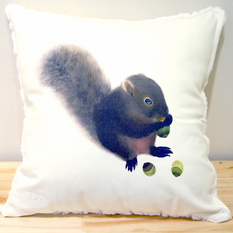 Red-bellied squirrel & round fruit green pillow -50cm