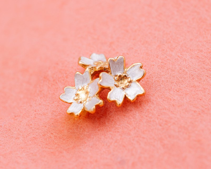 Japanese cherry blossom - pin brooch - Sakura flowers - lapel pin