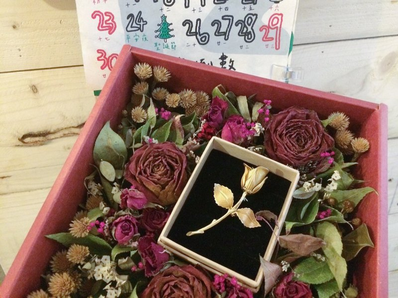 Exchanging Gifts/Rose Antique Brooch - Christmas Gift Box Dry Flower Box / Plus Plus Gift