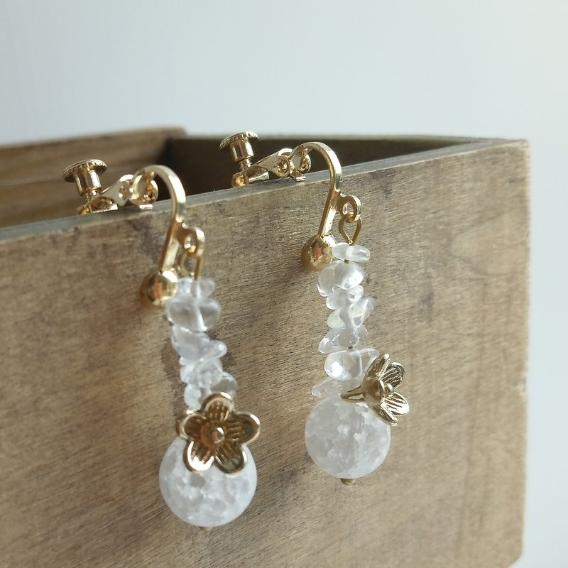Aiyana Retro Series Natural Crystal White Crystal Cherry Blossom Ice Cracked Bead Earrings - Ear/ear clip
