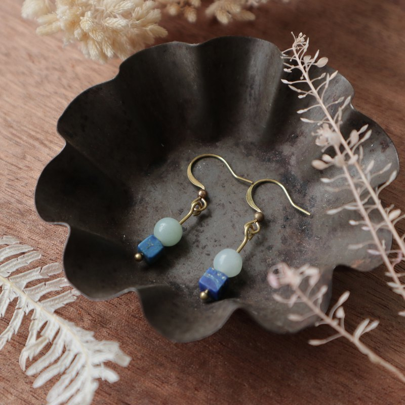 Natural stone geometric brass earrings - swallow