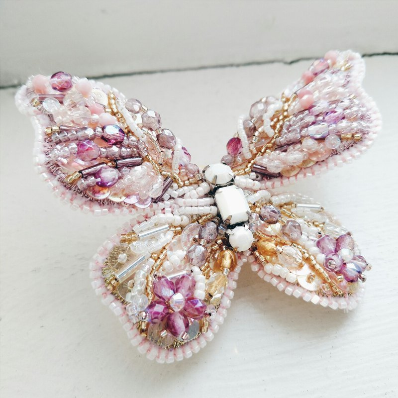Momolico hand-embroidered brooch butterfly (wing wings)
