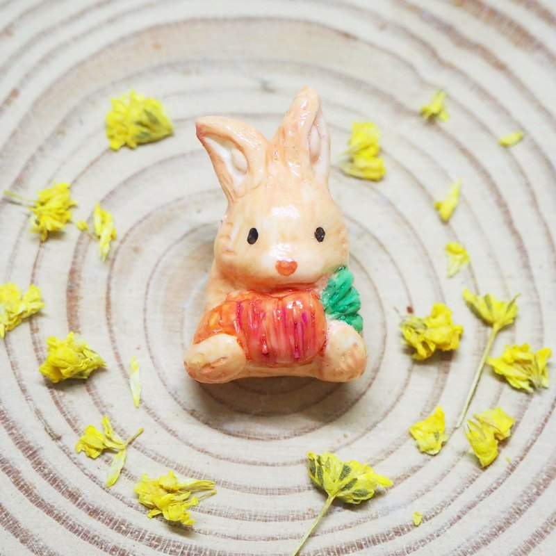 Foodaholic! Rabbit & carrot handmade brooch
