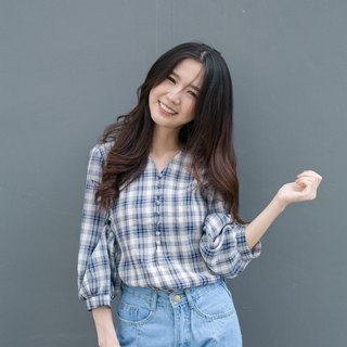 Plaid puffsleeve top
