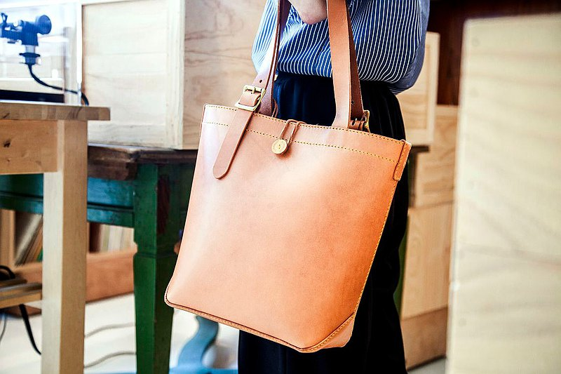 【Workshops】Local staff experience 90 days of hand-made leather goods class-tote bag No. 1 (017002)