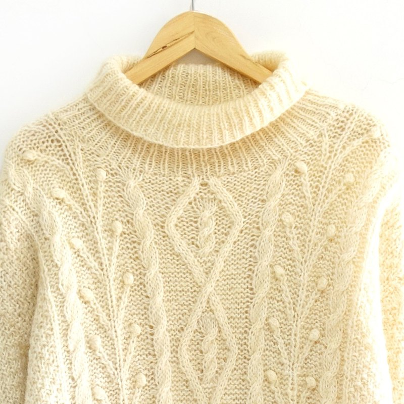 │Slowly │ scattered leaves - vintage sweater │ vintage. Vintage