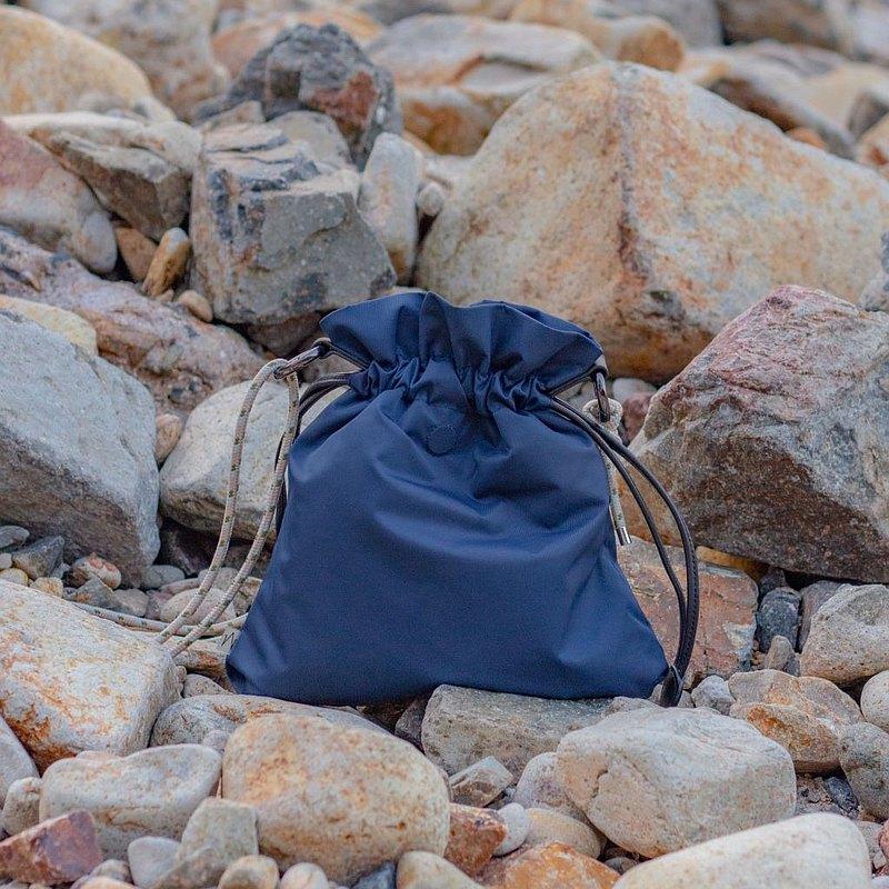 中性 防潑水尼龍 多用途變化隨身包・藏青色