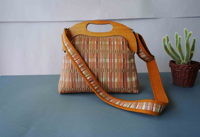 Design hand-made - summer limited wooden handle rattan mouth gold bag / portable shoulder dual purpose