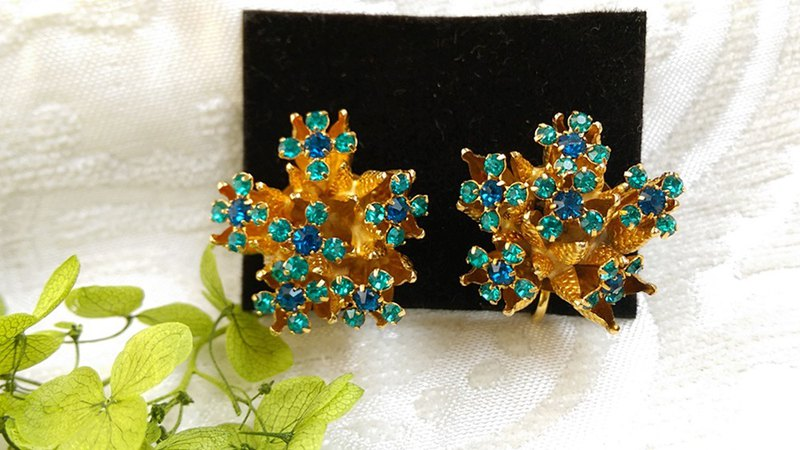 [Western antique jewelry / old age] 1970s stereo Rhine Star flower clip-on earrings