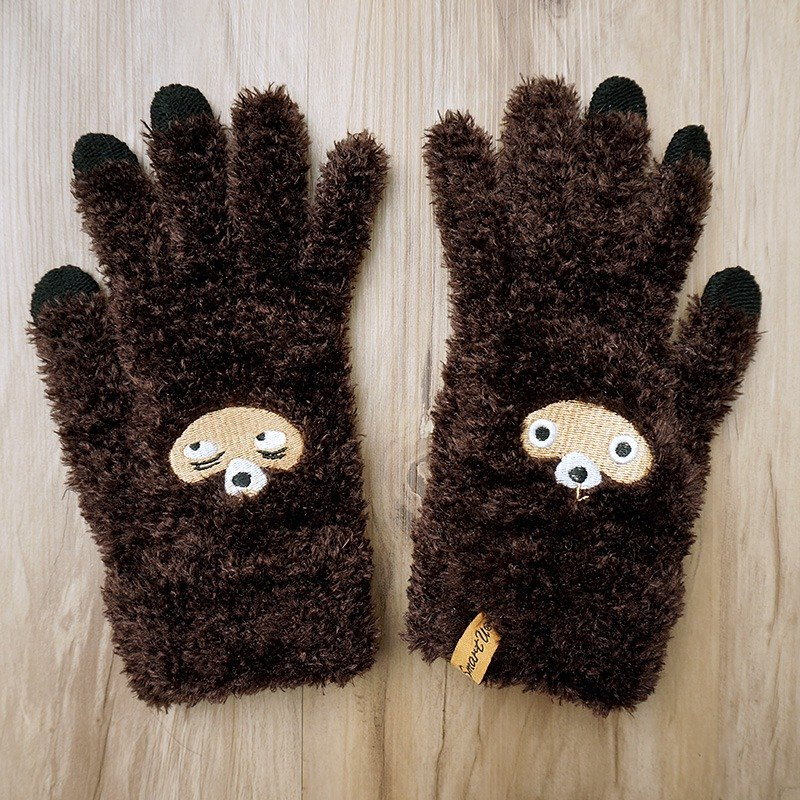 Stayed raccoon touch gloves
