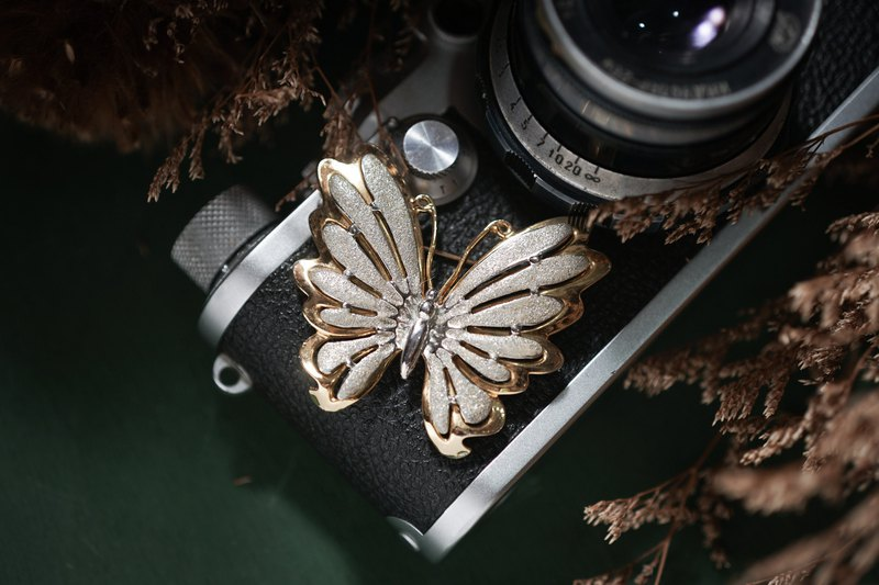[Antique Jewelry / Old Western Items] VINTAGE Gold and Silver Spread Wing Big Butterfly Vintage Brooch
