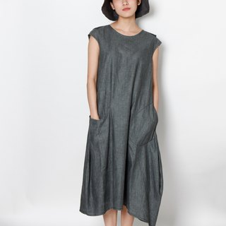 And - Do not Captive Dolphin - Sleeveless Pocket Asymmetrical Dress