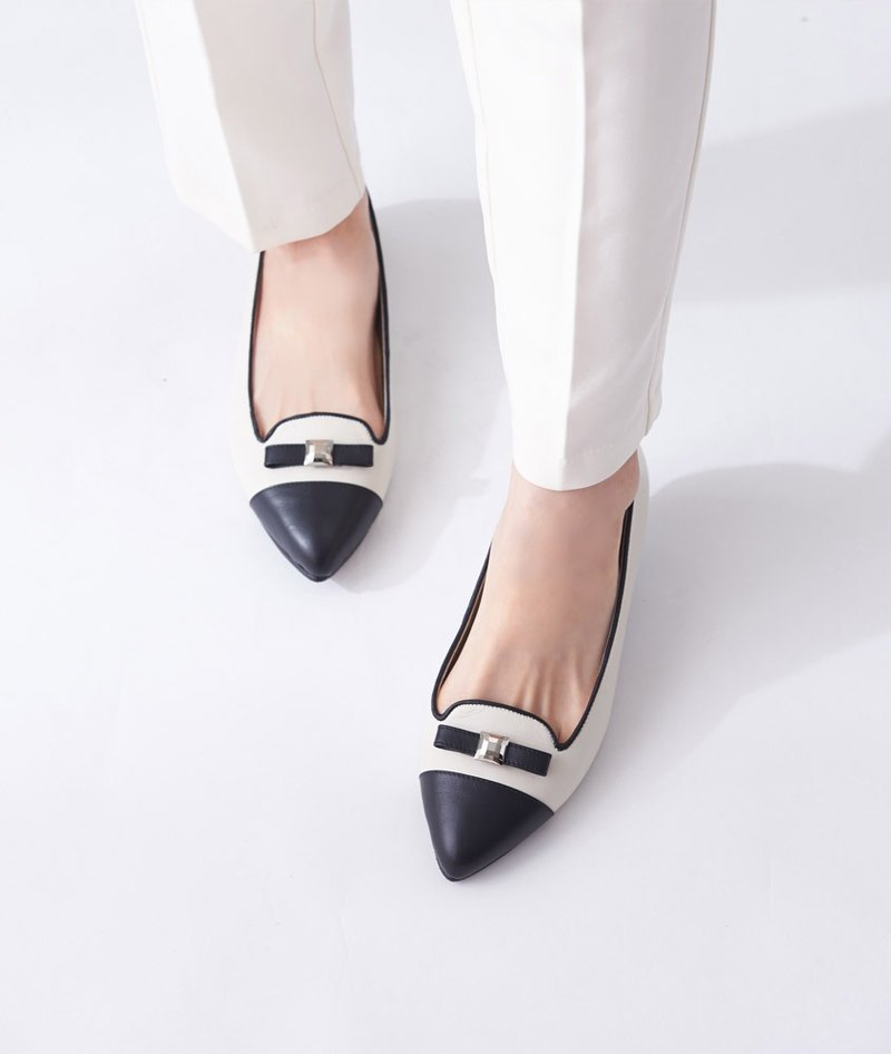 [Miss Time] Two-color elegant square bow pointed shoes _ classic black / white
