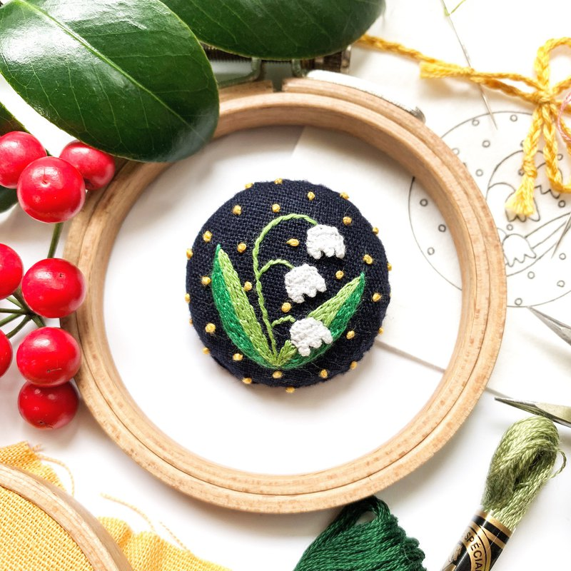 . Japanese finch embroidery. Bell orchid hand-embroidered brooch / necklace pendant mother's day limited dark blue