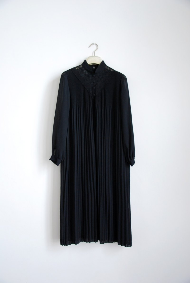 Vintage hollow lace pleated black dress
