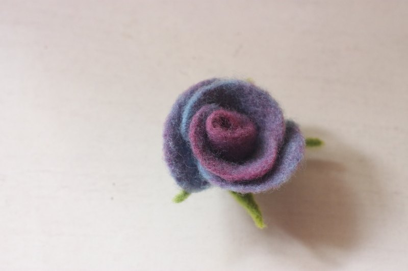 Purple Blue Rose Rose Brooch and Hairpin Natural Plant Dyeing
