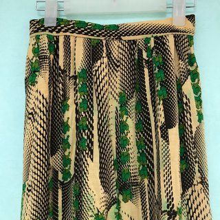 Skirt / Creamy Yellow and Green Rose Full Skirt