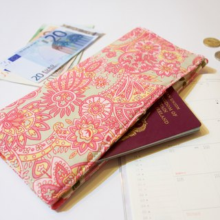 PP14 - Functional travel wallet with fabric lining. Invisible magnets to close.